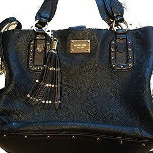 Michael Kors Black handbag. Great for Fall/Winter!